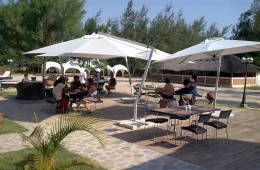 busy_patio_L