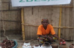 judite with pots at the festival