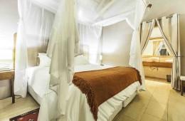 zalala-beach-lodge-bungalow-bed_L