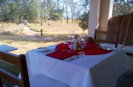 Table set for those who prefer to enjoy a romantic meal a deux!